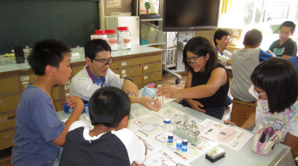 Visiting Schools to Show Students the Fun of Chemistry Experiments